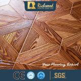 AC3 HDFのWoodgrainの質V溝がある木木積層物によって薄板にされるフロアーリング