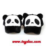 Le panda de dessin animé badine le chapeau de camionneur