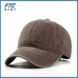 Casquillo en blanco colorido de encargo de los sombreros de béisbol del bordado con insignia