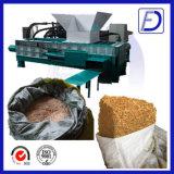 油圧木製Shavingsはトウモロコシ穂軸のBaggingの梱包機を押しつぶした