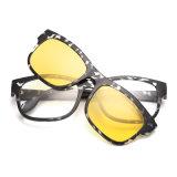 最新の新しいデザイン卸売の在庫Tr90のクリップ式のスポーツのサングラス