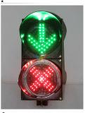 стоп стрелки зеленого цвета Красного Креста подъездной дороги Carriageway 200mm и идет свет