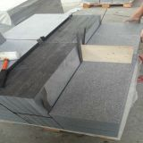 Losas grises naturales flameadas del granito para la piedra de pavimentación