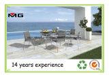 De moderne Tuin zit Openlucht het Dineren van het Terras Stoel met het Tussenvoegsel van de Armsteun van de Teak voor