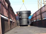 Louche de fer utilisé en usine sidérurgique en Afrique