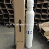 弁が付いている10L酸素の鋼鉄シリンダーおよび帽子またはハンドル
