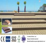Decking superficial compuesto plástico de madera clásico impermeable de WPC que enarena