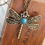 フクロウの羽の中心の蝶ペンダントのネックレス