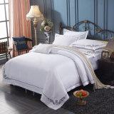 刺繍のHiltonのグループのホテルのための白い最高のホテルの寝具