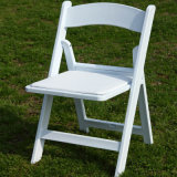 Resina blanca silla plegable con almohadilla de vinilo