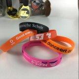2017 Venta caliente personalizada de goma de silicona Wristband