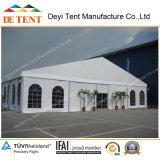 Tente de stockage de taille moyenne avec murs en acier