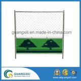 日本様式で一時網の塀に塗る緑の粉
