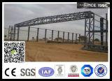 Capannone della struttura d'acciaio con il portello personalizzato del capannone
