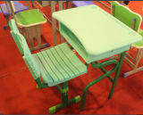 販売のためにセットされる高品質の二重木の机および椅子