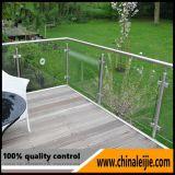 Barrière en verre à l'extérieur en acier inoxydable