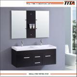 Governo di stanza da bagno fissato al muro di galleggiamento con due rubinetti ed i doppi dispersori