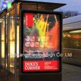 Muestra abierta del LED para el marco puesto a contraluz al aire libre del cartel que hace publicidad de la tablilla de anuncios