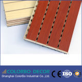 De baixa frequência absorver o painel de parede acústico Grooved de madeira
