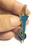Pin infiammante del risvolto della spada dello smalto della decorazione del metallo di scintillio