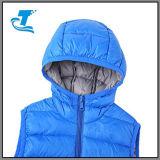Скалозуб Packable мальчика с капюшоном вниз возлагает безрукавный куртку