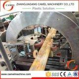 Produção de mármore de imitação do perfil do PVC que faz a linha da extrusão