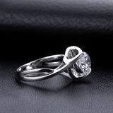 De eenvoudige en Klassieke Ronde Zilveren Ring van Moissanite Jennie van 2 Karaat