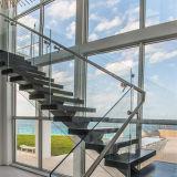 現代大理石のステップまっすぐなステアケースの石の梯子階段