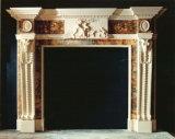 暖炉または大理石の暖炉か明るいベージュ大理石の暖炉