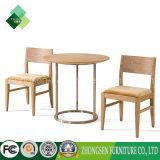 Tabelas de madeira e cadeiras do estilo simples moderno para a sala de visitas