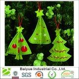 La décoration des arbres de Noël de petite taille sentir dans toute couleur