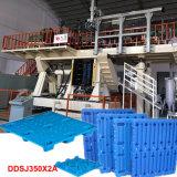 Machine de moulage de coup en plastique de palettes