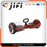 Les mains libèrent l'individu de deux roues équilibrant le scooter de dérive intelligent électrique