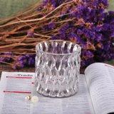 透過彫面を切り出されたガラス蝋燭の瓶