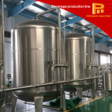 Баки для воды очищают систему производственной линии напитка