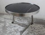 車輪の黒い大理石の上のコーヒーテーブルの茶表が付いているブラシをかけられたステンレス鋼フレーム