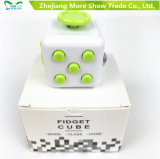 O jogo adulto da mesa do relevo de esforço do cubo mágico da inquietação brinca o presente especial para miúdos adultos
