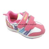 De kleurrijke Tennisschoenen van Jonge geitjes, OpenluchtSchoenen, de Schoenen van de School