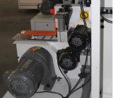 Le travail du bois de bandes de chant machine bord de la machine d'étanchéité en PVC avec des bagueurs déchiquetage