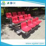 Banco al aire libre del fútbol, banco de las personas con los asientos plásticos, blanqueadores al aire libre para la venta