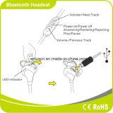 Voce che annulla forma fisica che esegue la cuffia avricolare senza fili stereo di Bluetooth