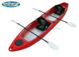 Los asientos dobles están situadas inmediatamente sobre kayak Pesca fondo transparente