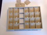 Sort des 5 espaces de réseau du plateau 24 d'étalage de bijou de toile et garnitures intérieures de collier