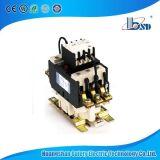 Contactor de energia com condensador de comutação para compensação de energia reativa