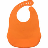 新しい到着の赤ん坊の摩耗の製品のPackageableシリコーンは浮彫りにされたロゴの胸当てをからかう