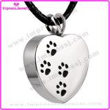La collana Pendant dell'urna di cremazione commemorativa del cuore per il Keepsake delle ceneri con la zampa ha inciso (IJD2479)