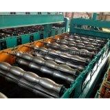 Mattonelle d'acciaio di colore che formano macchina