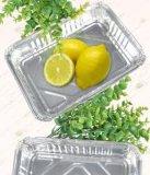 Испеченный контейнер алюминиевой фольги картошки