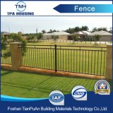 粉の上塗を施してある鋼鉄庭の防御フェンス