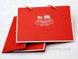 Estampage de petits sacs à provisions de papier de cadeau de sacs à main de processus de mode